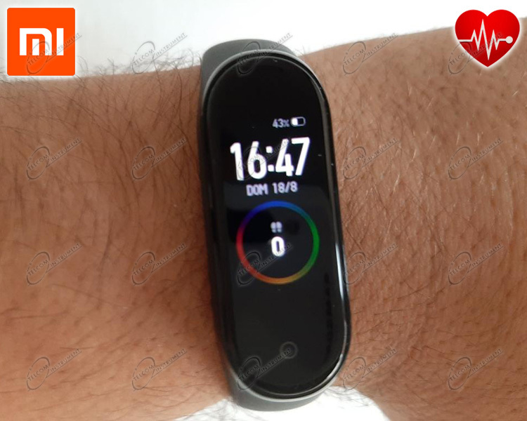 XIAOMI SMARTBAND OROLOGIO SMARTWATCH CON DISPLAY A COLORI: MI BAND4 È ACTIVITY TRACKER 5ATM